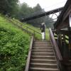 Bis zum Eingang der Salzbergwerks sind auch ein paar Treppen zu überwinden. Es gibt aber auch einen Aufzug.