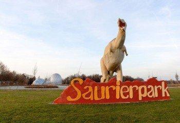 Der Saurierpark geht auf Franz Gruß zurück, der bereits um 1980 Dinosaurier modellierte und anschließend in seinem Garten ausstellte.