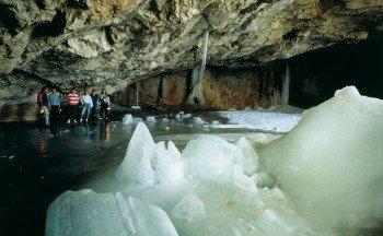 Riesige Eisskulpturen haben sich dort im Laufe der Jahrtausende gebildet.