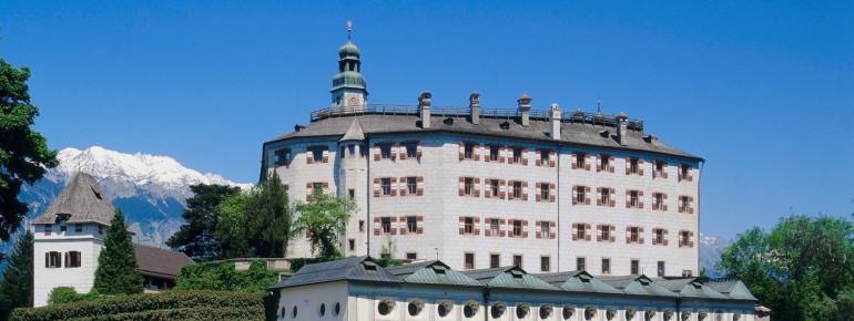 Außenansicht von Schloss Ambras in Innsbruck