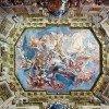 Das aufwendige Deckengemälde im Marmorsaal von Carlo Innocenzo Carloni