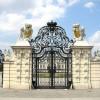Das Eingangstor zum Schloss Belvedere