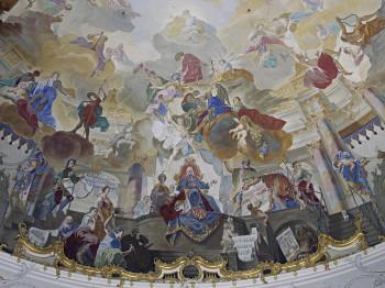 Das Detail aus dem rekonstruierten Kuppelgemälde von J. Zick zeigt Fürstbischof Hutten als Bauherr und Förderer der Künste.