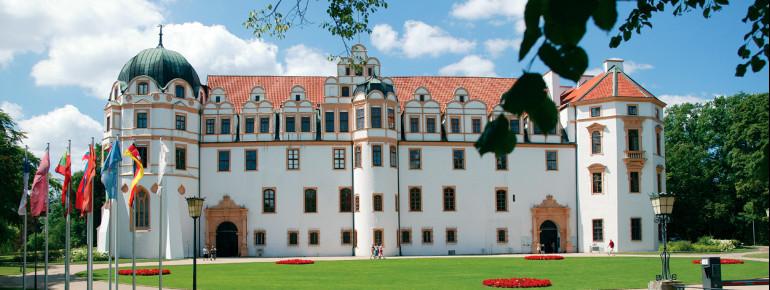 Frontansicht des Schlosses