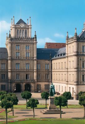 Im Schloss Ehrenburg tauchst du in die Vergangenheit des ehemaligen Residenzschlosses der Herzöge von Sachsen- Coburg ein.