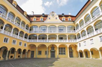 Der Innenhof des Schlosses ist im Stil der Renaissance gehalten.