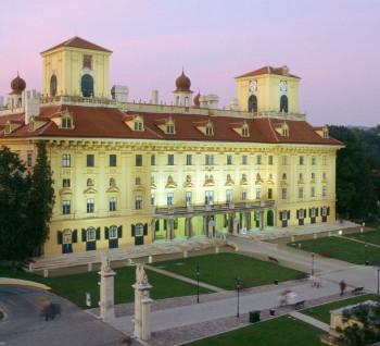 Das Schloss Esterházy gilt als Wahrzeichen der burgenländischen Hauptstadt Eisenstadt.
