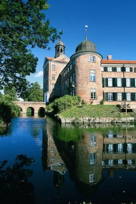 Das Schloss liegt direkt am Großen Eutiner See.