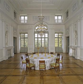 Der Hauptsaal der Beletage wurde von Thouret 1799 ausgestattet.