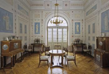 Der spätere König Friedrich I. von Württemberg ließ Schloss Favorite durch Nikolaus Friedrich von Thouret in eleganten, frühklassizistischen Formen ausstatten.