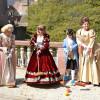 """Spiel und Spaß nach historischem Vorbild: Bei der Führung """"Mit dem Balonen gespilet, zum Ring gerennet"""" können Familien mit Kindern im Schlossgarten spielen, wie es einst die Kurfürsten."""