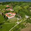 Ebenfalls sehenswert: Das Augustiner-Chorherrenstift, das ebenfalls auf der Insel Herrenchiemsee liegt.