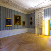 Gäste können die Innenräume des Schlosses Mirow besichtigen.