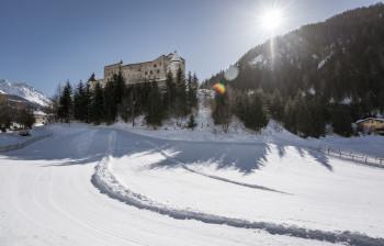 Schloss Naudersberg liegt im Dreiländereck.