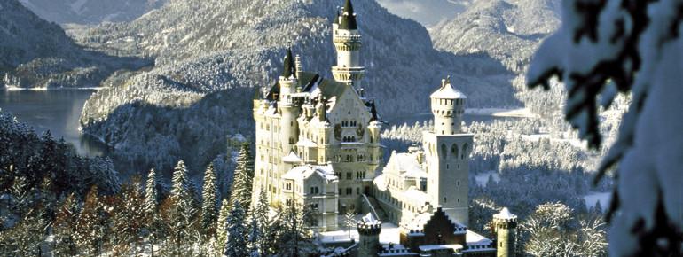 Ein Märchentraum im Winter: das schneebedeckte Schloss Neuschwanstein.