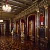 Im Speisezimmer des Schlosses kannst du die imposanten Zarenvasen betrachten.