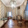 Im Schloss Schwetzingen kannst du die Innenräume bei einer Führung besichtigen.