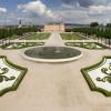 Der prächtige Parterre lädt zu einem Spaziergang durch den Schlossgarten ein.