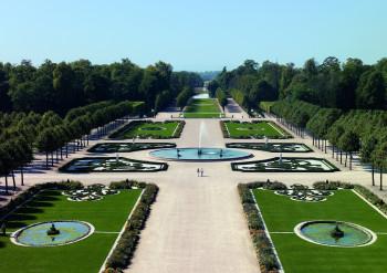 Das Schoss ist bekannt für seinen prächtigen Schlossgarten.
