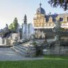 Die Pracht von Schloss Seehof ist sein Rokokogarten mit Wasserspielen.