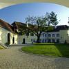 Auch Kunstausstellungen finden auf Schloss Tabor statt.