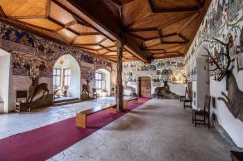 Im Habsburgersaal erwarten dich an den Wänden 148 Figuren auf einer Gesamtlänge von 46 Metern.
