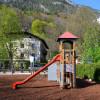 Neben dem Gasthof Schlosswirt gibt es einen Kinderspielplatz.