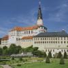 Schloss und Park Weesenstein sind im Besitz des Freistaates Sachsen.