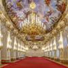 Die Große Galerie im Schloss Schönbrunn. Durch ihre ideale Größe wurde sie seit Mitte des 18. Jahrhunderts für Bälle, Empfänge und als Tafelsaal genutzt.