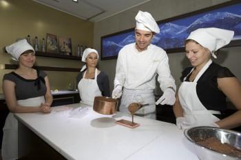 Live mit dabei sein, können Besucher bei der Herstellung von Schokolade.