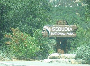 Das Eingangsschild zum Seqouia Nationalpark