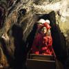 Mit der Grubenbahn geht es 800 Meter tief unter die Erde.