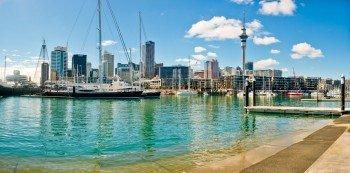 Der 328 Meter hohe Sky Tower prägt die Skyline Aucklands.