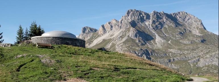 Der Skyspace Lech liegt inmitten der Alpen in Arlberg.