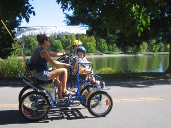 Der Park ist ein idealer Ausflugsort für Familien mit kleinen Kindern, da hier für Klein und Groß etwas geboten wird.