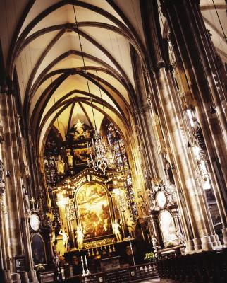 Das Innere des Doms ist von romanischer, gotischer und barocker Architektur geprägt.