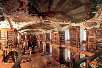 Die barocke Bibliothek gehört seit 1983 zum UNESCO-Welterbe.