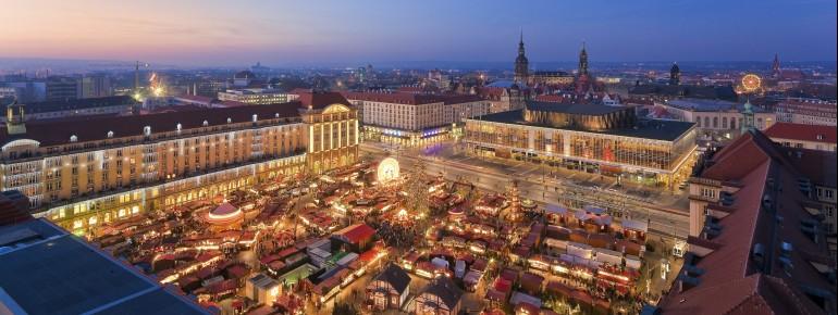 Der Striezelmarkt findet auf dem Altmarkt im Herzen von Dresden statt.