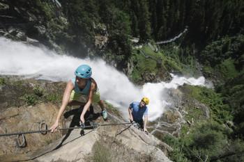 Schwindelfreiheit braucht man beim Klettersteig.