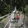 Auf dem Weg zum Ausgangspunkt des Wasserfalls überquerst du die 80 Meter lange Hängebrücke.