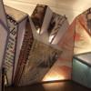 Die moderne Gestaltung des Museums steht im Kontrast zu den archäologischen Themen
