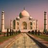 Das imposante Grabmal ist Wahrzeichen Indiens.