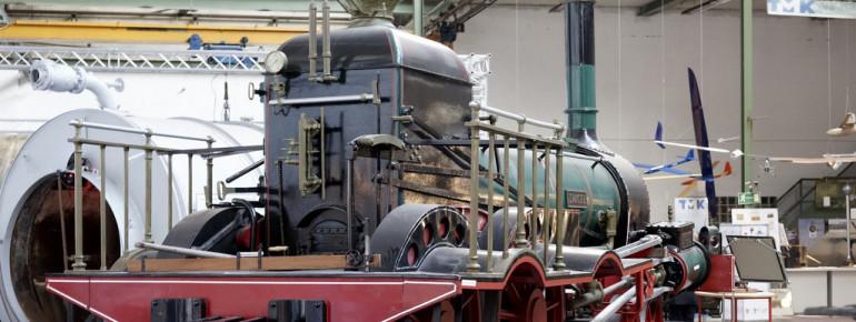 Lokomotiven, Oldtimer-LKW, Präzisionsinstrumente, Maschinen und andere technische Objekte bilden die Basis der Sammlung.