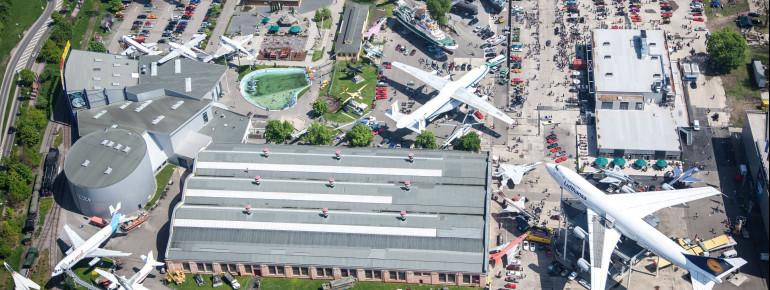 Im Technik Museum Speyer sind Flugzeuge und Space-Shuttle ausgestellt.
