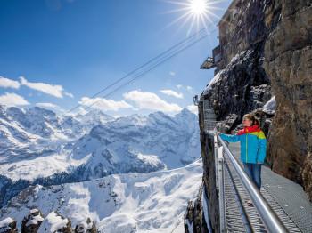 Vom Thrill Walk hat man eine Panoramaaussicht auf 200 Gipfel.