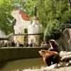 Bei den Schaufütterungen erfahren die Besucher Wissenswertes über die Tiere.