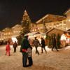 Die besondere Stimmung am Tölzer Christkindlmarkt zieht Jung und Alt in seinen Bann.