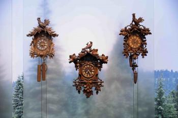 """Die Uhren im Junghans Terrassenbau Museum können Figuren tanzen lassen, """"Kuckuck"""" rufen oder sogar Musik abspielen."""