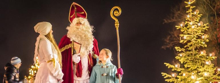 Auch die kleinen Besucher fühlen sich am Weihnachtlichen Schlossmarkt Tegernsee wohl.