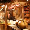 Zahlreiche regionale Köstlichkeiten werden auf dem Weihnachtsmarkt verkauft.